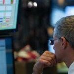 Borsa: Milano piatta, Moncler sotto i riflettori