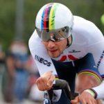 Giro d'Italia, Ganna vince la prima tappa ed è maglia rosa