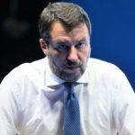 """Draghi sapeva tutto"". Portuali pestati, affondo Sgarbi: bomba sul premier e Lamorgese umiliata"