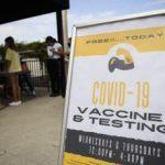 Con vaccino e tamponi ci trattano come bestie